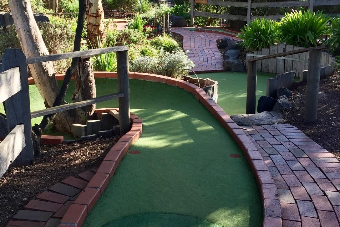 mini golf maroondah golf park